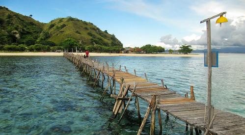 Pulau Kanawa pier