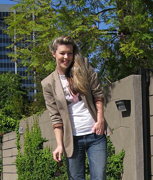beatles tshirt+jeans+blazer+close+smile2