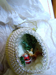 IntErieur de l'oeuf (glantine) Tags: christmas stilllife canada handmade britishcolumbia egg memories shell stilleben noel ornament memory fragile decorated naturemorte oeuf ornement coquille herstory chetwynd colombiebritannique hollowegg utata:project=ip38