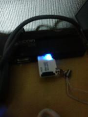 microSD TF CARD READERをUSBにつないだところ