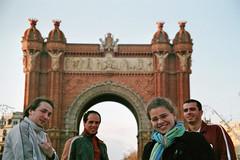 Pose no Arco do Triunfo catalão