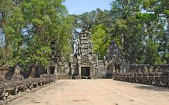 Pont à Nâga et Gopura ouest de Preah Khan