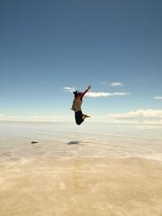 Volando / Flying ((( n a t y ))) Tags: blue sky girl azul flying jump jumping cloudy sister cielo nubes saltando nublado cluds volando saltar olympuse410 zuiko1442mm