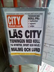 Tidningsställ med löpsedeln 'Läs City. Tidningen med koll på nyheter, sport och nöje i Malmö och Lund'
