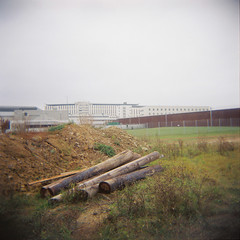 (streunerin) Tags: holga stuttgart prison jail ghosts loaded deutsch holga120n portra800 stammheim provinz deutscherherbst dieinneresicherheit