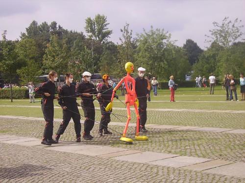 Allietano la fila per entrare al  Reichstag by lpelo2000