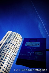 P080218A-020 ([ o ] luclodder photography) Tags: rotterdam blauw skyscrapers flat nederland roadsign nl lucht verkeersbord zuidholland wegwijzer fkp hoogbouw wolkenkrabbbers p080218a020