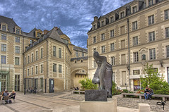 Place du muse (Guillaume72) Tags: sculpture france face hdr museeum visage angers maineetloire anjou