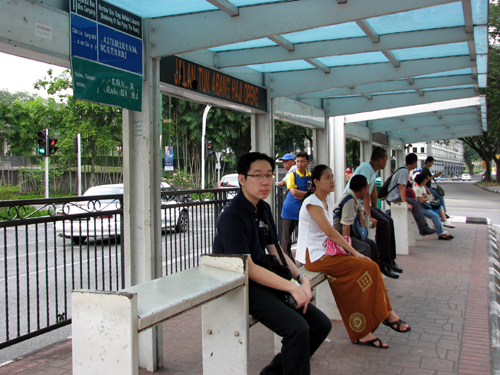 vkeong-waiting-bus