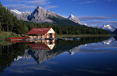 Maligne Boat House (JLMphoto) Tags: park lake reflection bravo jasper national reflexions soe maligne topic themoulinrouge naturesfinest supershot magicdonkey 5photosaday flickrsbest abigfave platinumphoto anawesomeshot megashot theunforgettablepictures betterthangood thegoldendreams goldstaraward absolutelystunningscapes jlmphoto