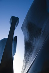 Knife Edge (sjnewton) Tags: uk blue england sky sculpture kewgardens abstract london tower art kew bronze nikon december richmond surrey royalbotanicgardens 2007 henrymoore knifeedge 18200mmf3556gvr d80 mooreatkew thankstokewjudgesforchoosingthis forthewintershowcase20 tw93ab