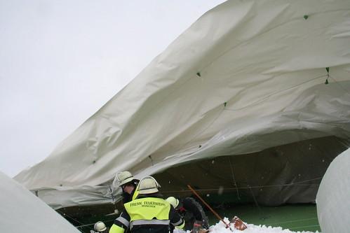 Dach stürzt ein