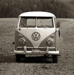 Home Away From Home (TWE42) Tags: vehicles washingtonstate 1964 lakecushman aircooled volkswagenbus kodakplusx canonftb