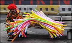 The Look! (Mabacam) Tags: 2017 london sciencemuseum street streetscene balloons balloonseller balloonmodelmaker clown colour