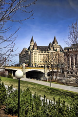 The Fairmont Chteau Laurier, Ottawa. On the right is the old Ottawa Union Train Station. (Canadian Wendy 24) Tags: canada prime ottawa sir laurier 7th minister wilfrid thefairmontchteaulaurier ottawauniontrainstation