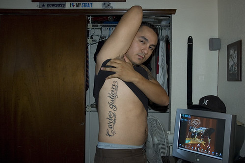 20081008_TX_carlos_showing_tattoo_sons_name_1_web.jpg