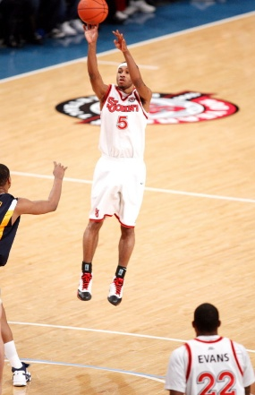 Larry Wright shoots against West Virginia