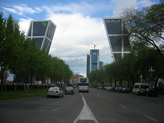 000176 - Madrid (M.Peinado) Tags: madrid españa spain nikon torre fav nikoncoolpixs1 2008 rascacielos cajamadrid comunidaddemadrid plazadecastilla torreskio 1fav ccby realia 23042008 abrilde2008