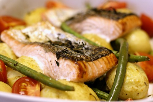 Tray baked salmon with green beans