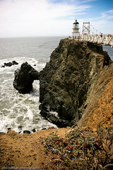 Point Bonita Lighthouse ([phil h]) Tags: ocean california 15fav lighthouse 20d topv111 rocks pacific wideangle goldengate pointbonita 1635mm img0249lred2