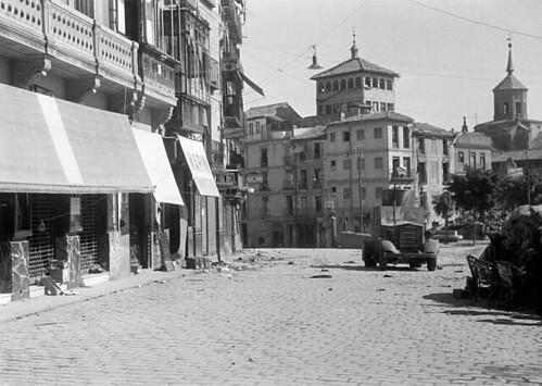 Plaza de Zocodover, Toledo en plena guerra civil, septiembre de 1936. Foto Vincent Doherty. Arxiu Comarcal de l'Alt Penedès