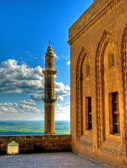Mardin ... (Nejdet Duzen) Tags: trip travel history architecture turkey view madrasah minaret trkiye mosque mardin mesopotamia ptt manzara camii turchia minare turkei seyahat medrese tarih mywinners abigfave mezopotamya flickrlovers ehidiyemedresesi