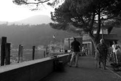lake painter (rumorebianco) Tags: people bw film 35mm artist streetphotography nocrop gardalake ilfordfp4plus contax137 zeissdistagon2828
