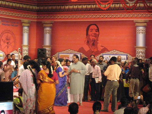 SPB felicitating Sudha Raghunathan after the concert