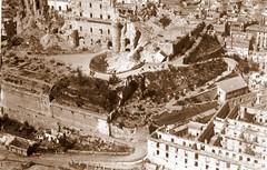 El Alczar, destrudo por los bombardeos republicanos de 1936 (eduardoasb) Tags: blancoynegro toledo antiguas antiguo castilla aereas olvidado