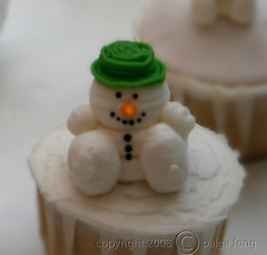 cupcake_xmas_snowman03 (Paige Fong) Tags: christmas xmas snow tree stockings cake snowman cupcake icing santaclaus fondant buttercream royalicing sugarpaste
