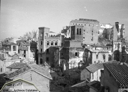 Vista de Toledo devastada en 1936. Foto Erich Andres. Ministerio de cultura. Centro Documental de la Memoria Histórica