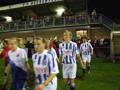 fcufanphoto.nl) De speelsters van SC Heerenveen betreden het veld op sportpark Skoatterwald voor de wedstrijd in de eredivisie tegen de vrouwen van FC Utrecht (0-1)
