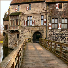draw bridge (Frizztext) Tags: bridge castle germany square ancient vivid medieval nrw drawbridge wasserburg vischering coesfeld luedinghausen frizztext golddragon anawesomeshot diamondclassphotographer clipcook