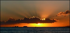 Re-crop of Waikiki Sunset, Oahu, Hawaii (RuthannOC) Tags: ocean light sunset sun beach silver boats hawaii pacific waikiki oahu dusk ships hawaiian honolulu rays setting lining ruthann heatwaves atardeceryamanercer