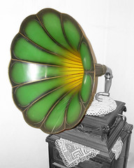 Old gramophone / Viejo gramfono (SamwiseGamgee69 -hating new cluttered layout) Tags: bw color photoshop bn retouched gramophone smrgsbord retoque blueribbonwinner artisticexpression supershot gramfono totalphoto mywinners theunforgettablepictures brillianteyejewel goldstaraward llovemypic multimegashot