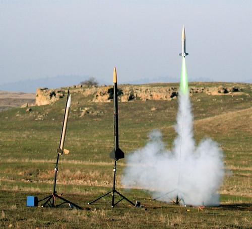 drag rocket motor aerotech launch lunar thug separation binder supersonic shred nar blastoff swansong snowranch lunarorg j500 mojavegreen yardsaleinthesky