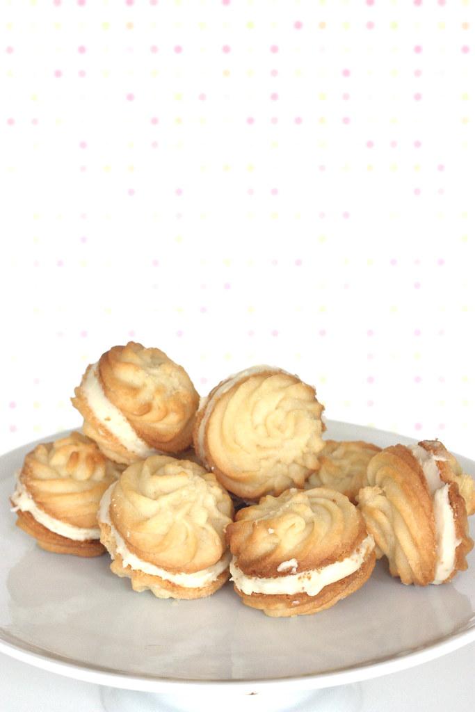 Lemon Sandwich Cookies [cercles]