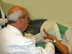 Clínica del primer escalón de atención del accidente laboral [Sala de curas y yesos] (15  Mayo 2003)  ©™ JGyL 2007® (Pepe (ADM)) Tags: de y 15 sala mayo simples curas suturas