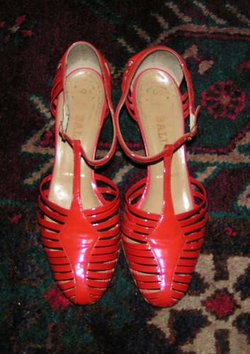 Röda lackskor från Bally.