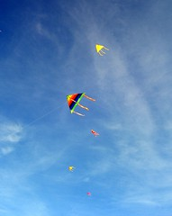 (my.genesis) Tags: winter sea vacation sky kite colors clouds kites youthmovement 07
