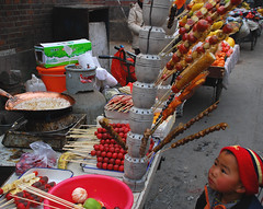 糖葫芦 (NowJustNic) Tags: china road street boy food fruit catchycolors nikon child market beijing 北京 hutong 中国 toffee xuanwumen d80 糖葫芦 tanghulu nikkor18135mm