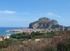 Látkép Cefalura és a Sziklára (ossian71) Tags: olaszország italy italia szicília sicily cefalu tájkép landscape városkép city szikla rock