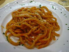 Pici with tomato and parsley