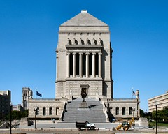 Indiana World War Memorial (altfelix11) Tags: indianapolis nationalhistoriclandmark halicarnassus nationalregisterofhistoricplaces indianaworldwarmemorial warmemorialplaza nrhp us31 highway31 northmeridianstreet walkerweeks