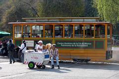 Tranvía turístico y carrito de helados