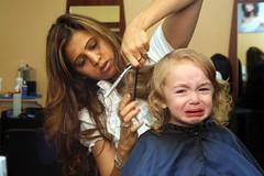 [フリー画像] [人物写真] [子供ポートレイト] [外国の子供] [少女/女の子] [泣き顔] [散髪]     [フリー素材]