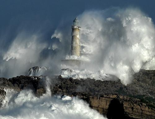 The power of the storm II / Foto: Rafael G. Riancho.Faro de Mouro.Santander by Rafael G. Riancho (Lunada)