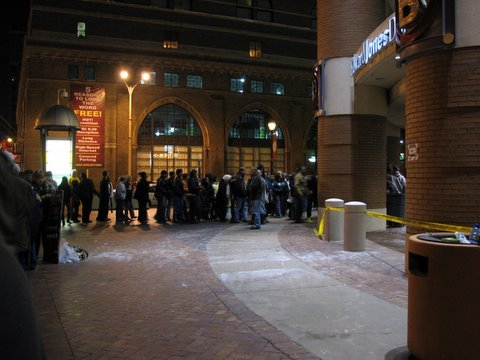 crowds entering the edward jones dome at america's center