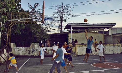 Pantoc, Nueva Ecija boys playing basketball street game rural scene Pinoy Filipino Pilipino Buhay  people pictures photos life Philippinen  菲律宾  菲律賓  필리핀(공화국) Philippines