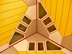 star trek (la Tempest) Tags: houses windows holland architecture design rotterdam geometry case netherland colori architettura finestre zuidholland geometrie simmetry kubuswoningen incrocio simmetrie casecubo